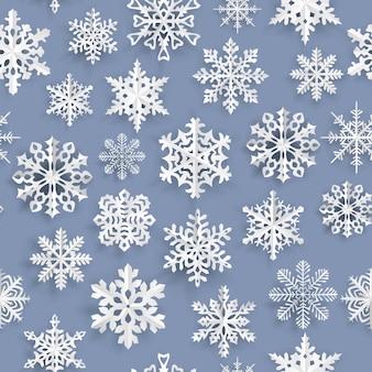 Padrão sem emenda de natal com flocos de neve de papel branco sobre fundo azul claro