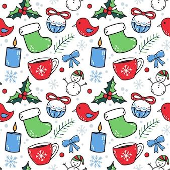 Padrão sem emenda de natal fofo com elementos de inverno em fundo branco