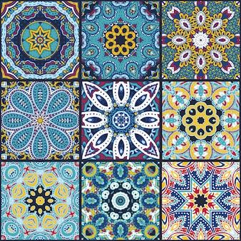 Padrão sem emenda de retalhos coloridos abstratos de vetor, ornamentos étnicos., motivos árabes, indianos, elementos desenhados à mão. mandala redonda ornamento estampado em quadrados para design de impressão têxtil, papel de embrulho.
