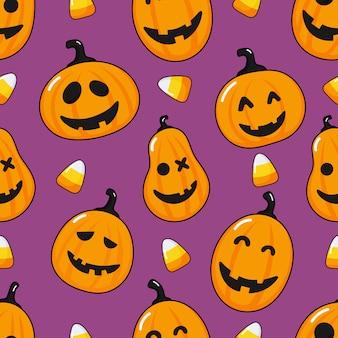 Padrão sem emenda desenho animado feliz abóbora de halloween e milho doce isolado em roxo