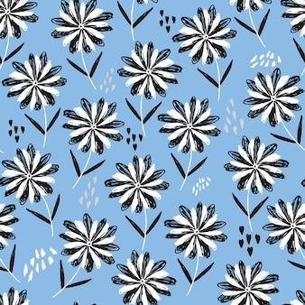 Padrão sem emenda floral esboçado em azul infantil com flores, corações e pontos em preto e branco