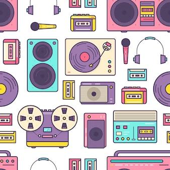 Padrão uniforme com reprodutor de música analógico retrô, gravador de fita cassete, toca-discos, fones de ouvido, microfone e alto-falantes