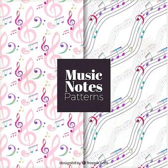 Padrões de notas musicais com pentagramas e teclas de agudos