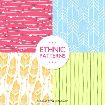 Padrões desenhados mão no estilo étnico