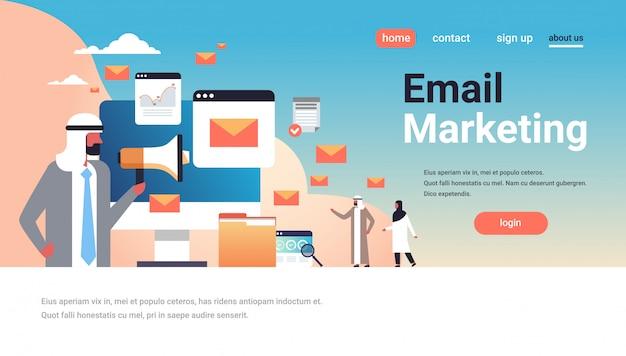 Página de destino de email marketing com pessoas árabes