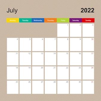 Página do calendário de julho de 2022, planejador de parede com desenho colorido. a semana começa na segunda-feira.