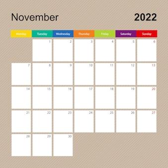 Página do calendário de novembro de 2022, planejador de parede com desenho colorido. a semana começa na segunda-feira.
