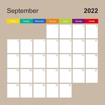 Página do calendário de setembro de 2022, planejador de parede com desenho colorido. a semana começa na segunda-feira.