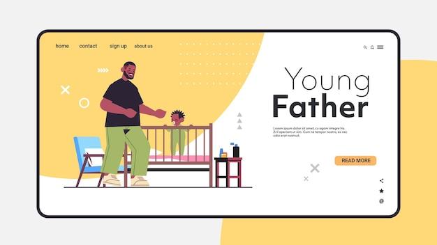Pai afro-americano brincando com o filho no berço paternidade parentalidade pai passando tempo com o filho em casa ilustração vetorial espaço cópia horizontal