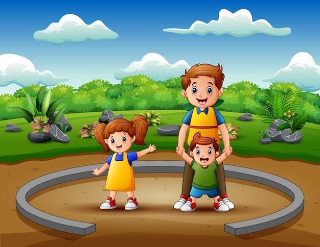 Pai dos desenhos animados com seus filhos desfrutando juntos