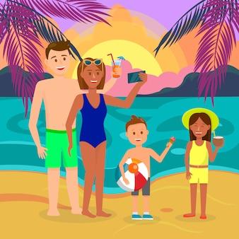 Pai, mãe, filho, filha nas férias de verão.