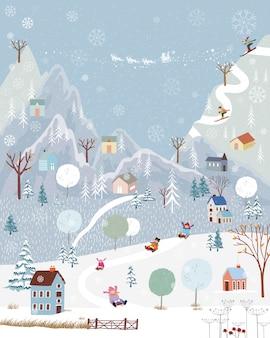 País das maravilhas do inverno na zona rural com cobertura de neve, feliz com crianças de trenó no parque de inverno e casal com esqui na montanha