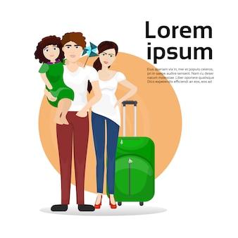 Pais e filha da família com mala de viagem da bagagem. viagens e conceito de turismo