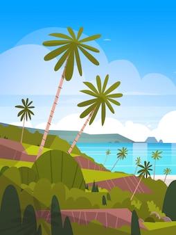 Paisagem à beira-mar praia tropical de verão com palmeiras e montanhas exóticas resort view