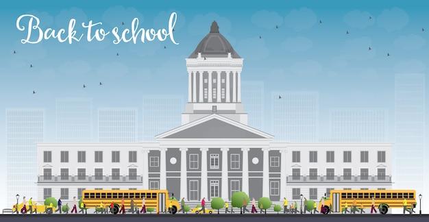 Paisagem com ônibus escolar, prédio da escola e pessoas.
