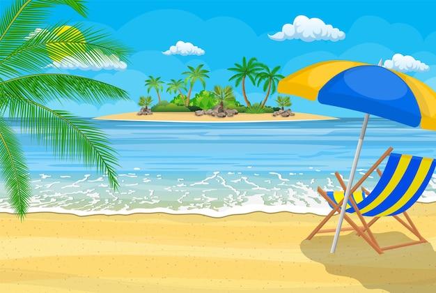Paisagem da espreguiçadeira de madeira, palmeira na praia.
