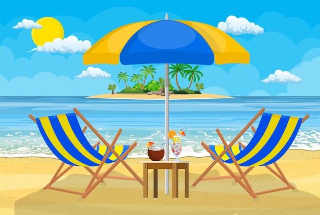 Paisagem de espreguiçadeira de madeira, palmeira na praia
