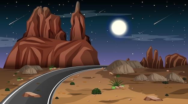 Paisagem de floresta deserta à noite com longa estrada
