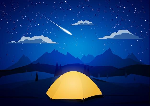 Paisagem de montanhas à noite com acampamento de tendas e meteoro.