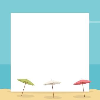 Paisagem de praia com cartão para escrever com guarda-chuvas