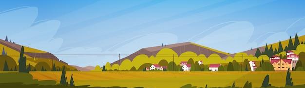 Paisagem de verão natureza montanhas com banner horizontal de pequena aldeia