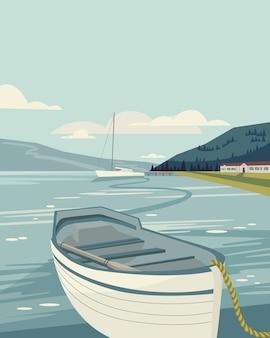Paisagem do mar com o velho barco na frente e iate, casa e montanhas.