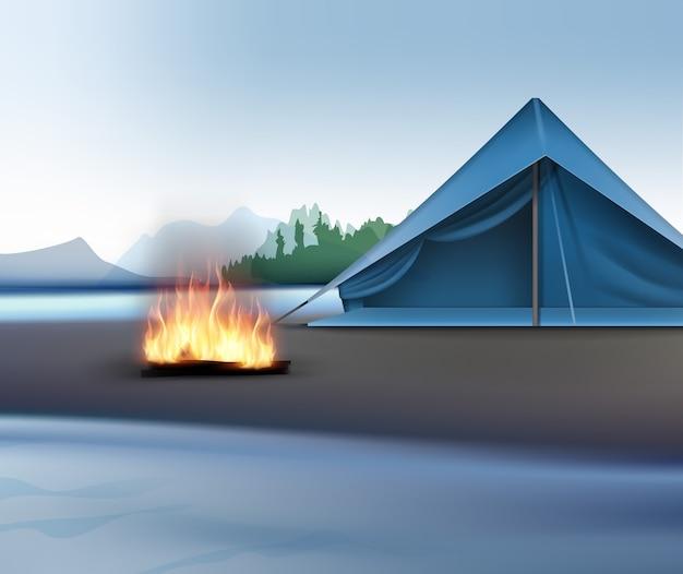 Paisagem rural de vetor com rio, montanhas, céu, tenda azul e fogueira