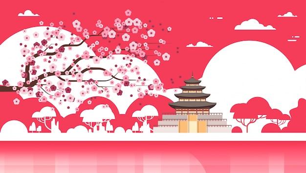 Palácio de silhueta do templo de coreia sobre árvores de sakura vista de famoso ponto de referência do sul-coreano