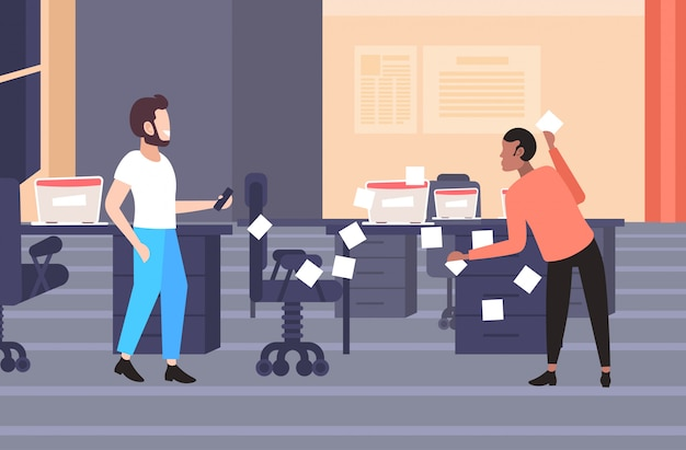 Palavras-chave: empresário postagem etiquetas negócio partida planejamento gestão conceito empresários agendamento de trabalho agenda usando notas auto-adesivas moderno escritório interior comprimento total horizontal