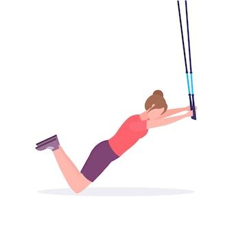 Palavras-chave: sporty sporty saudável suspensão suspenso menina conceito menina branco com cintas elásticas estilo fitness lifestyle workout fundo branco