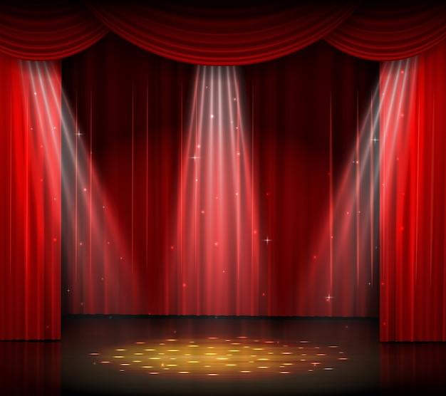 Palco vazio com cortina vermelha e holofotes no piso de madeira