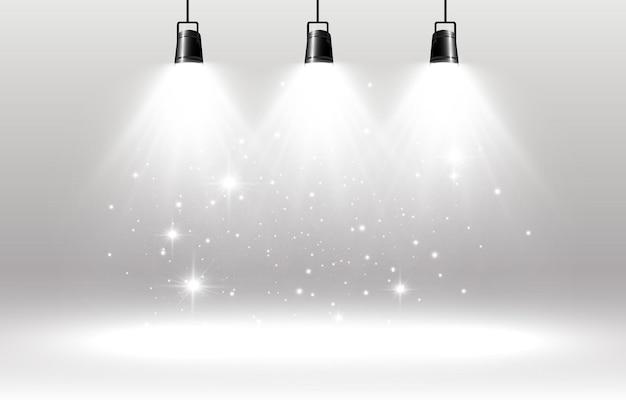 Palco vazio com holofotes dispositivos de iluminação em um fundo transparente