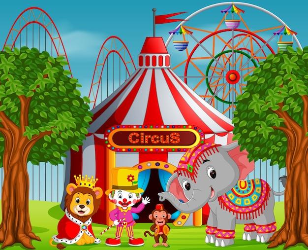 Palhaço e muitos animais com tenda de circo