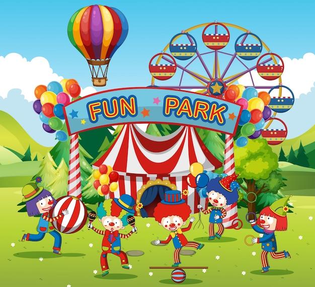 Palhaços felizes no parque de diversão