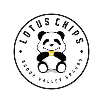 Panda comendo chips de inspiração de logotipo vetor de biscoito bonito dos desenhos animados