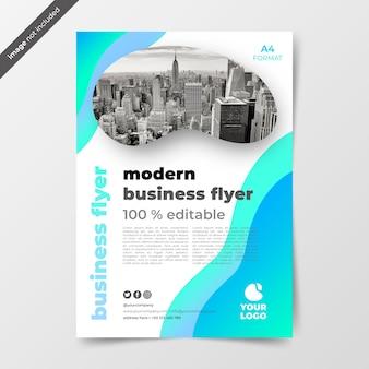 Panfleto comercial de moder com foto e formas de gradiente