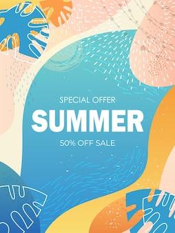 Panfleto ou cartão sazonal de banner de venda de verão com folhas decorativas e texturas desenhadas à mão.