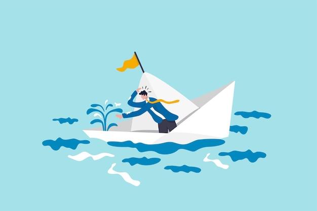 Pânico ou medo em situação de crise de negócios, falência frustrada ou impotente, problema e problema ou conceito de tempo se esgotando, empresário em pânico frustrado consertar o vazamento de água em um barco ou navio que está afundando.