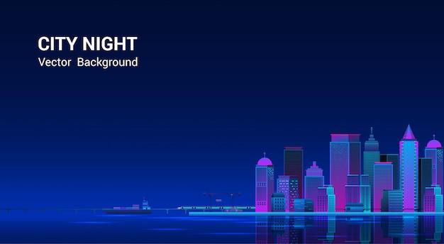 Panorama da cidade à noite. paisagem urbana em um fundo escuro com luzes roxas e azuis de néon brilhantes e brilhantes. vista lateral da ampla rodovia. estilo de onda retrô e cyberpunk