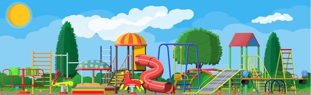 Panorama do jardim de infância de parque infantil. diversão infantil urbana.