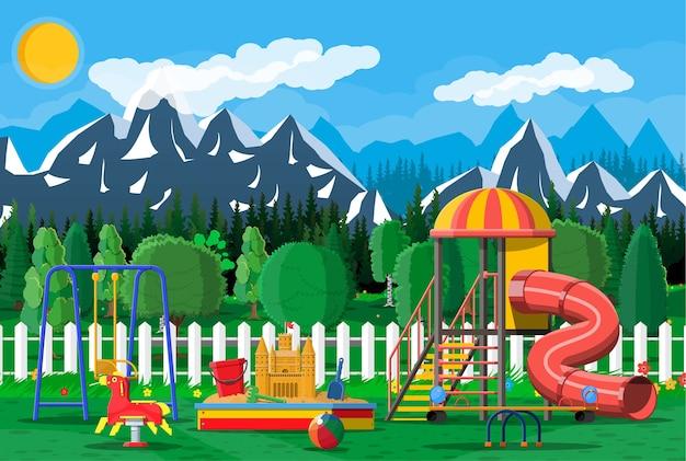 Panorama do jardim de infância de parque infantil.