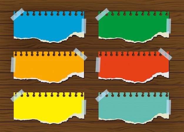 Papéis coloridos gravados na parede de madeira