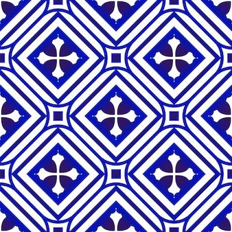 Papel de parede floral azul e branco sem costura