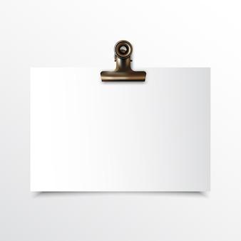 Papel horizontal em branco realista simulado acima com clipe de fichário de ouro