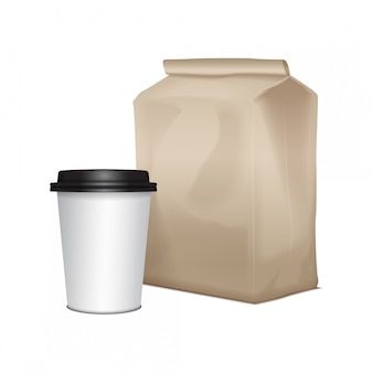 Papelão em branco levar pacote de almoço com uma xícara de café. embalagens para sanduíches, alimentos e outros produtos