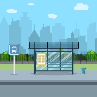 Paragem de autocarro com fundo da cidade.