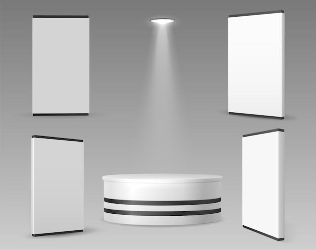 Parede e suporte expo. painéis 3d realistas para exposição ou showroom. evento, anúncios ou maquete de equipamento vazio de comércio de negócios. em branco exibe ilustração vetorial. painel branco realista vazio