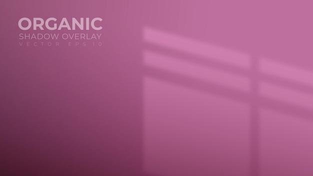 Parede roxa preta com sobreposição de sombra na janela