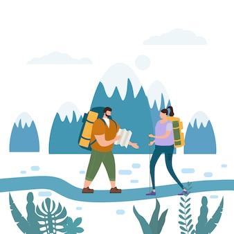 Pares bonitos dos turistas que executam o curso exterior da aventura da atividade turística