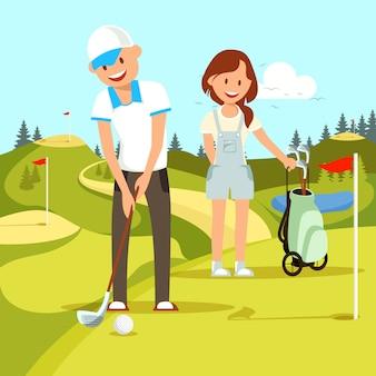 Pares felizes novos de homem e mulher que jogam o golfe.
